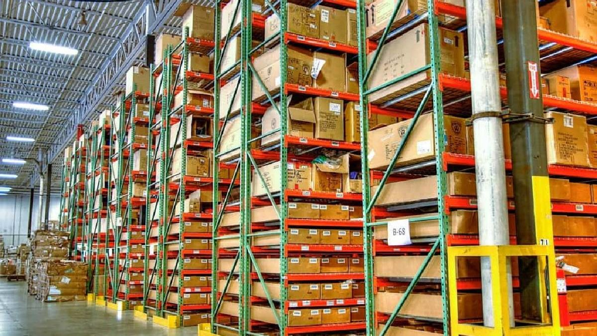 Guide to Choosing the Right Pallet Racking System for your Warehouse