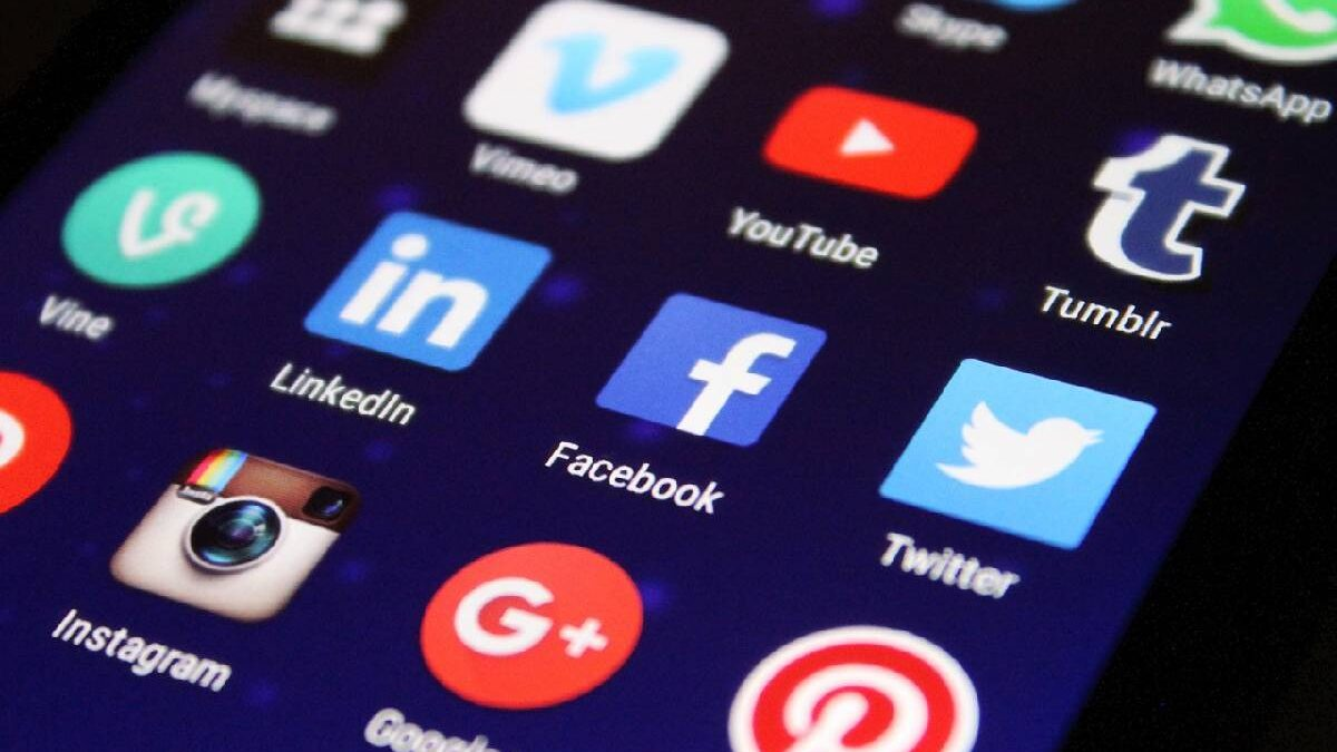 Are forums better than Social media to discuss your interests?