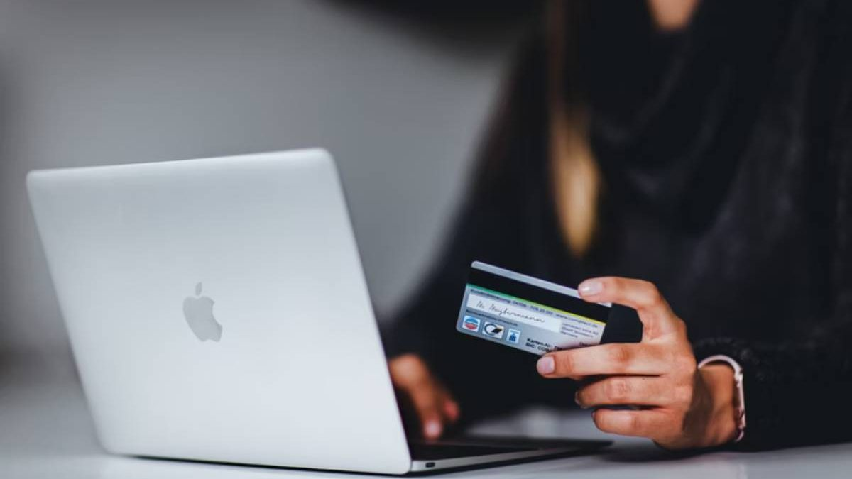 Top 3 Online Money Scams of 2021 & How to Steer Clear of Them